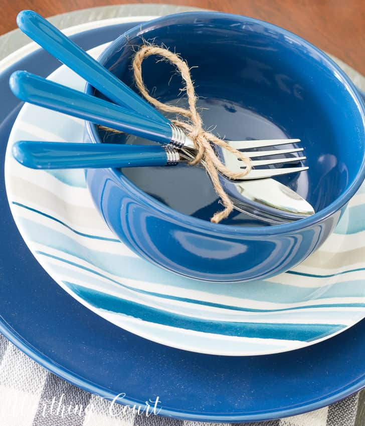 Summer place setting with blue and white dishes || Worthing Court