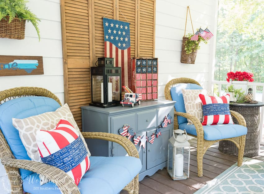 Screen porch filled with patriotic decorations for a July 4th cookout || Worthing Court