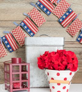 Make a diy banner garland bunting for July 4th or any season with no sewing and no template required! || Worthing Court