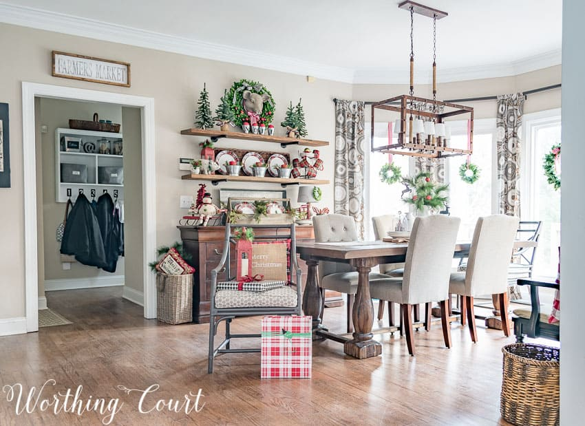 Breakfast nook decorated for Christmas || Worthing Court