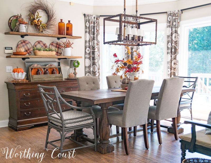 Breakfast room decorated for fall || Worthing Court #falldecor #breakfastnook #farmhouse