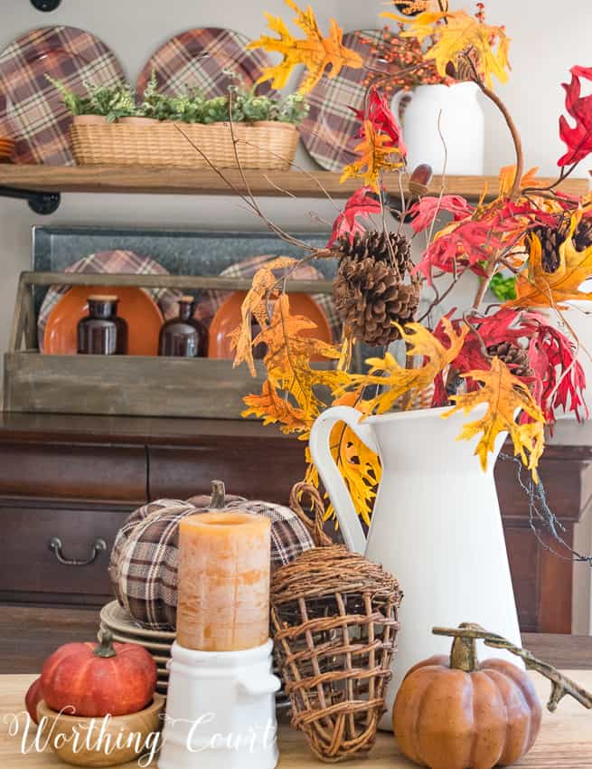 Rustic #fall centerpiece in #traditional fall colors || Worthing Court
