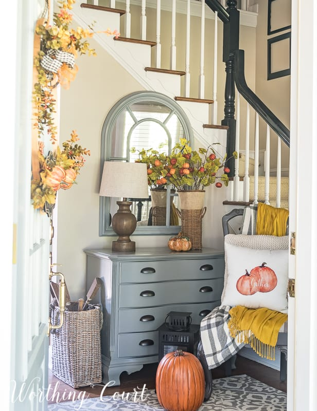 Welcoming Fall Foyer Decor #fall #autumn #foyer