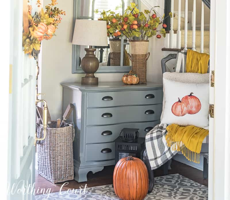 autumn foyer decor using fall colors