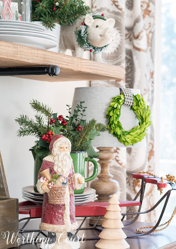 Christmas vignette with Santa Claus and greenery #christmas #christmasdecor #santaclaus