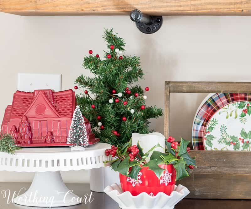 Christmas vignette with Nordic cake pan on a cake pedestal #christmas #christmasdecor #nordic