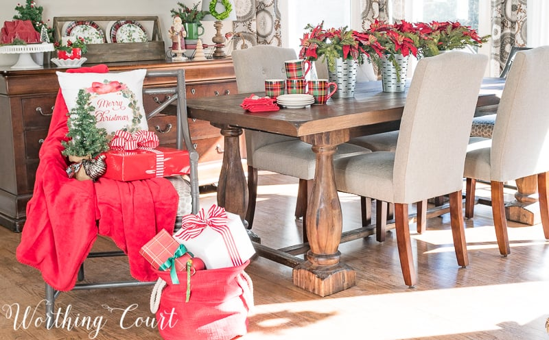 Celebrating A Nostalgic Christmas In My Breakfast Room #christmas #christmasdecorations #breakfastroom #centerpiece