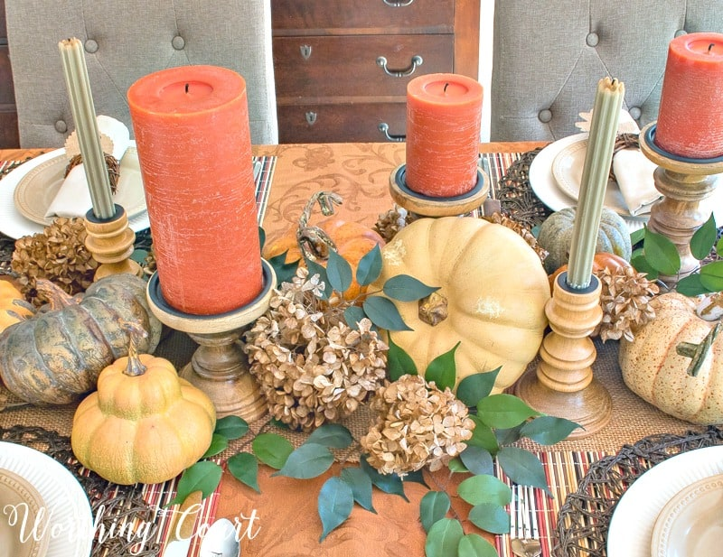 Use a mixture of candles and candlesticks for an elegant Thanksgiving centerpiece #thanksgiving #thanksgivingtable #centerpiece