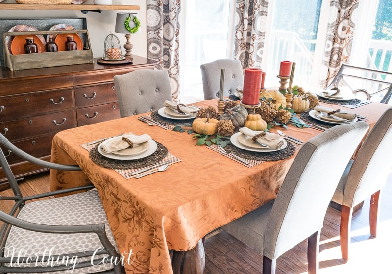 An elegant Thanksgiving table #thanksgiving #thanksgivingtable #entertaining