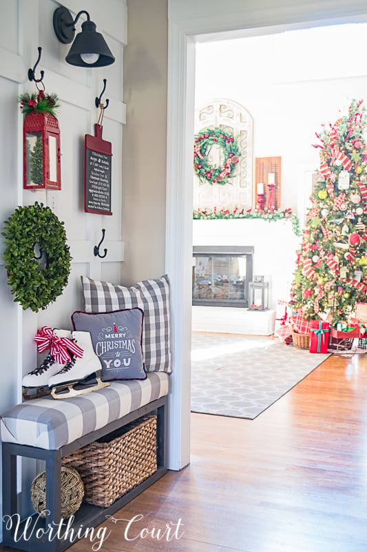 Festive Farmhouse Christmas Foyer #christmasdecor #farmhousechristmasdecor #foyer