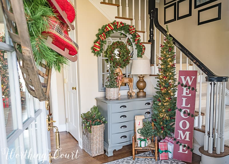 Farmhouse Christmas foyer decor #christmasdecor #farmhouse #foyer