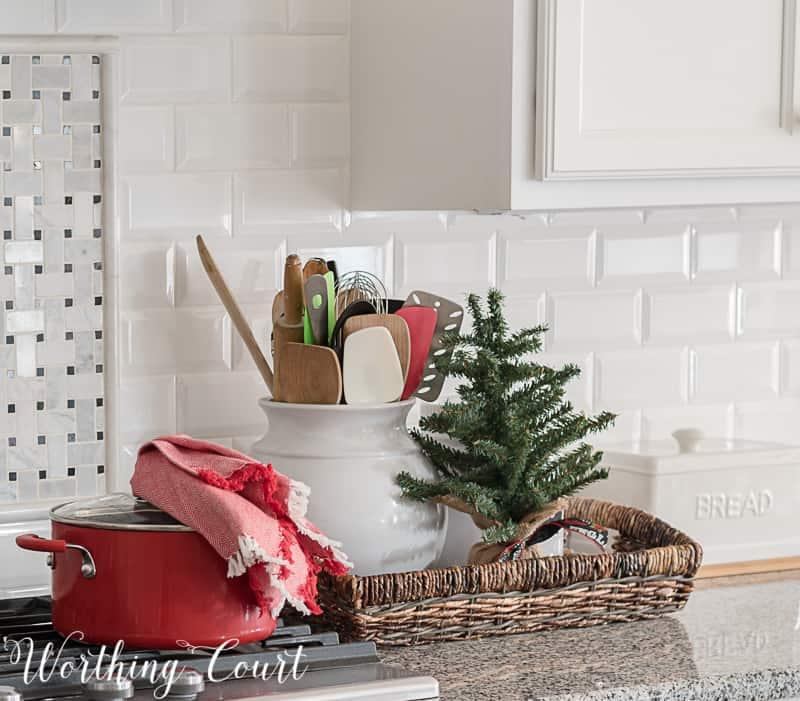 Simple Christmas kitchen decor #christmasdecor