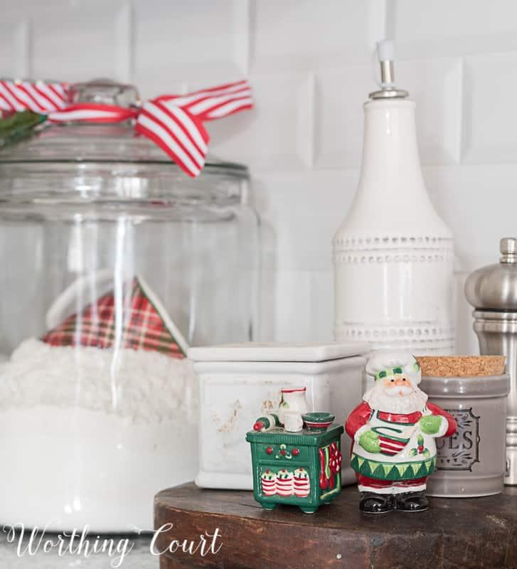 Simple Christmas kitchen touches #christmasdecor