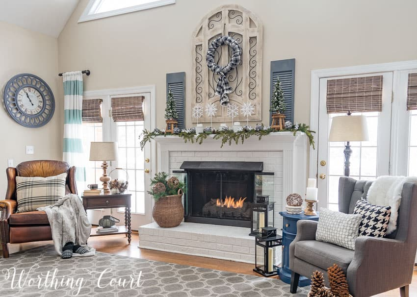 cozy and neutral winter family room decorations
