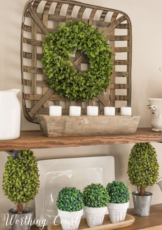 Open shelves with spring decorations in green and white. #springdecorations #springdecor #shelfdecor