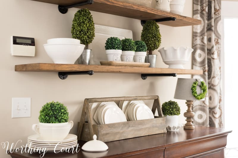Spring decorating ideas for shelves. #spring #springdecor #shelfdecor