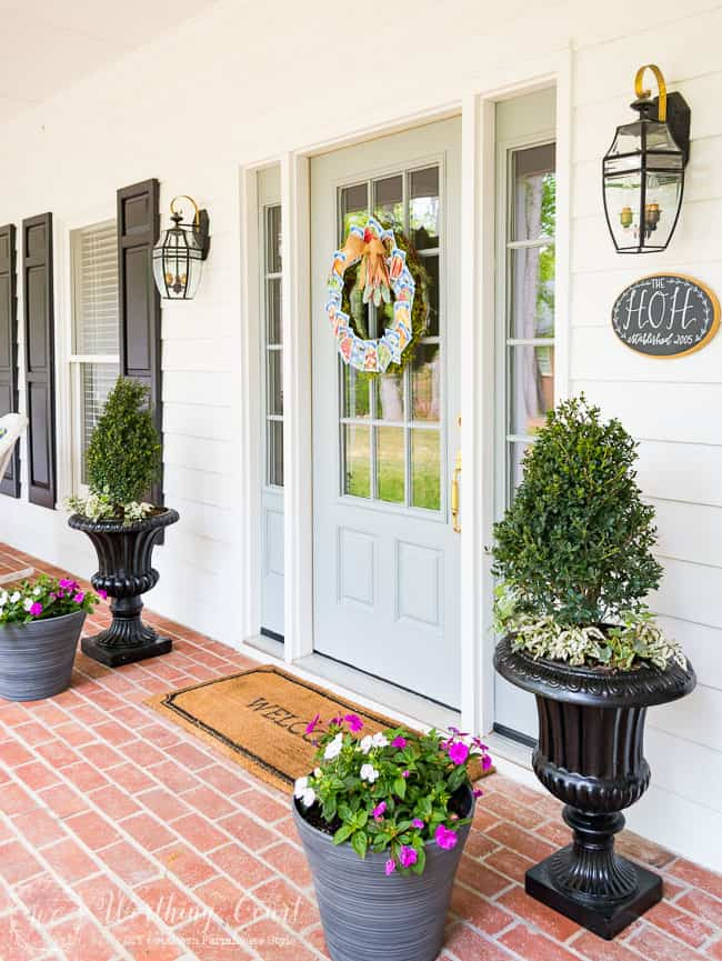 Spring front porch decor #springdecor #springplanters #farmhouse
