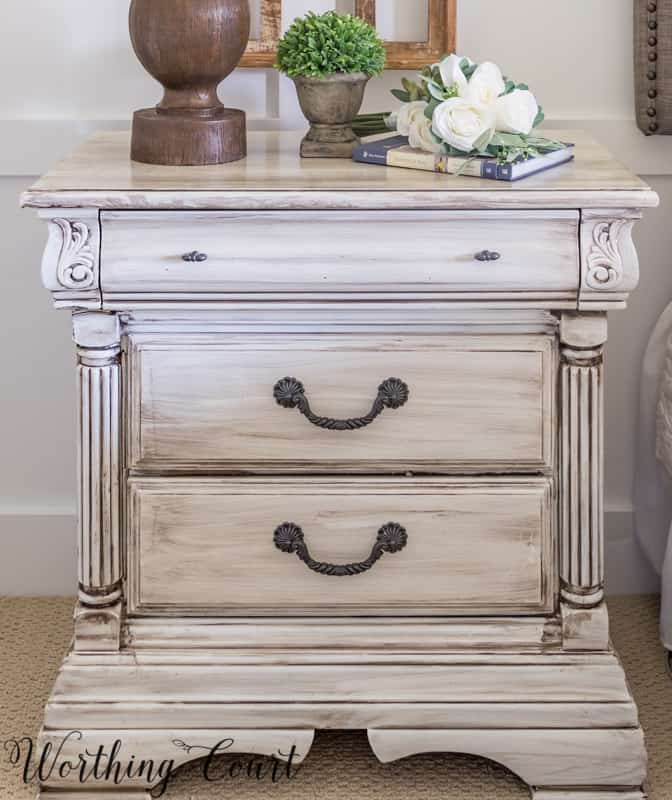 How to paint furniture for a Fixer Upper style, farmhouse, french country or shabby chic look. #farmhouse #diy #howto