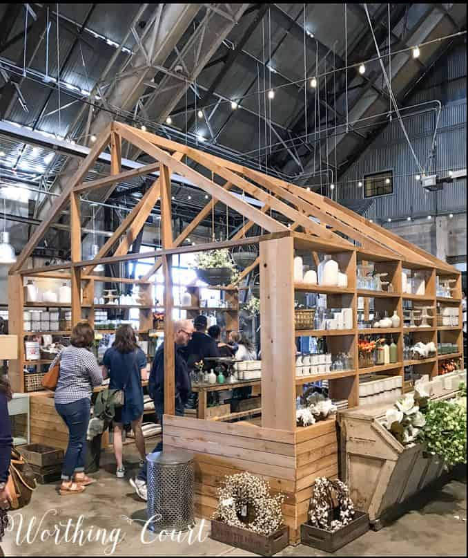 Decorating and gardening ideas from Magnolia Market #fixerupper #magnoliamarket #decoratingideas #waco #gardeningideas #silos