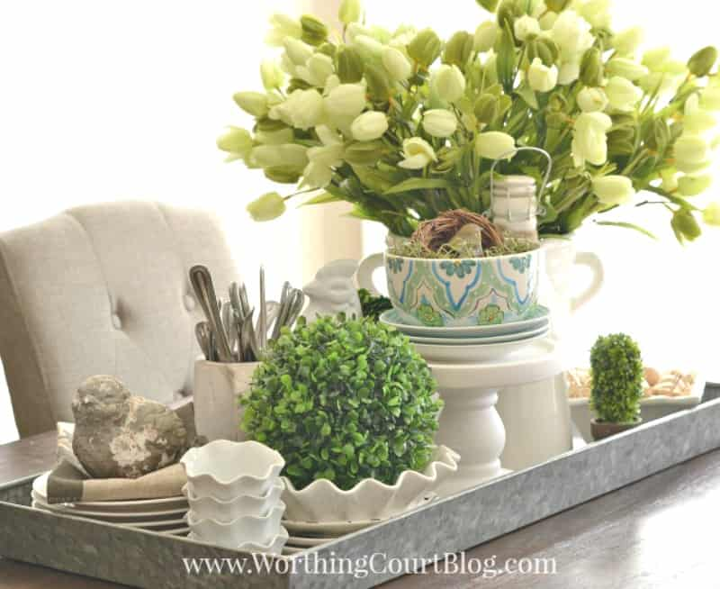Spring centerpiece with tulips, bird nests and white dishes #centerpiece #spring #springdecor