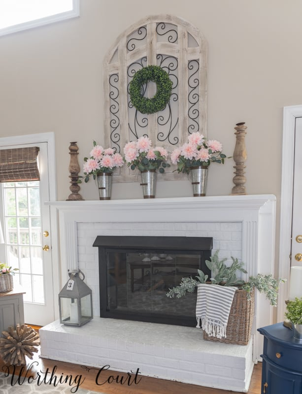 Painted brick fireplace decorated for spring #springdecorations #springdecoratingideas #fireplacemakeover #diy #makeover #paintedbrick #farmhouse