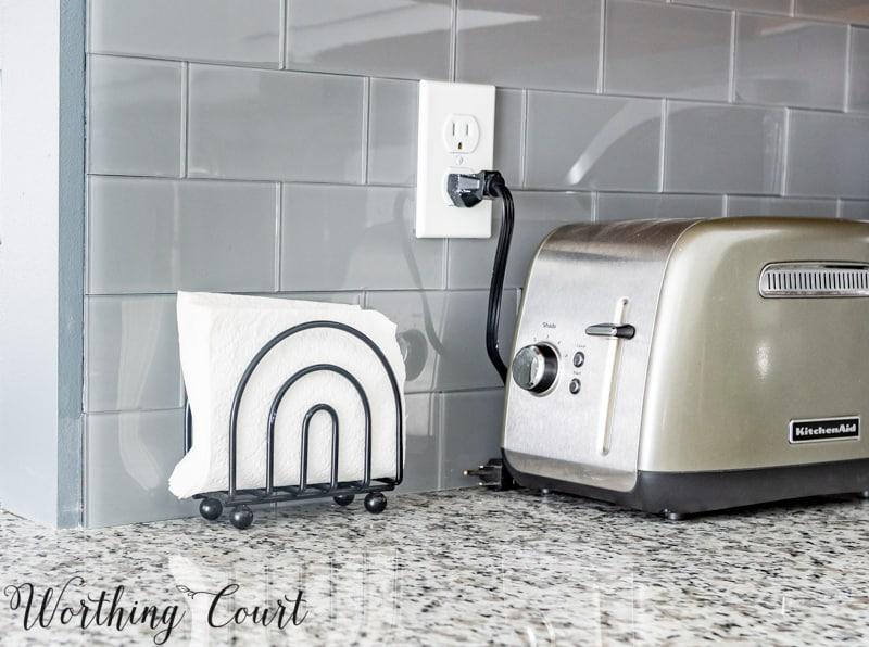 Gray glass peel and stick subway tile backsplash #diy #kitchenmakeover #kitchenremodel #subwaytile #backsplash