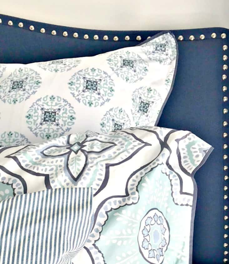 Friday Favorites Weekly Digest. Beautiful navy upholstered headboard for under $150! Available in king and full/queen and in three colors. #upholsteredheadboard #headboard #kingheadboard #queenheadboard #navyandwhite