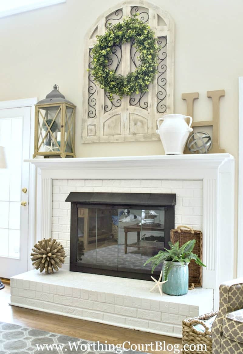 Friday Favorites Weekly Digest. Red brick fireplace makeover. #paintedbrick #diy #makeover #paintedfireplace #manteldecor #manteldecoratingideas