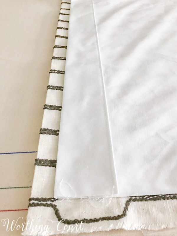 How To Make A Lined, Flat Drapes Just Like The Pros Do - It's Easy! How to sew a drapery lining hem using the same methods as professional workrooms. #drapesforlivingroom #curtains #draperies #draperypanels #diydrapes #diycurtains #drapetechniques #drapesforslidingglassdoors #windowdrapes