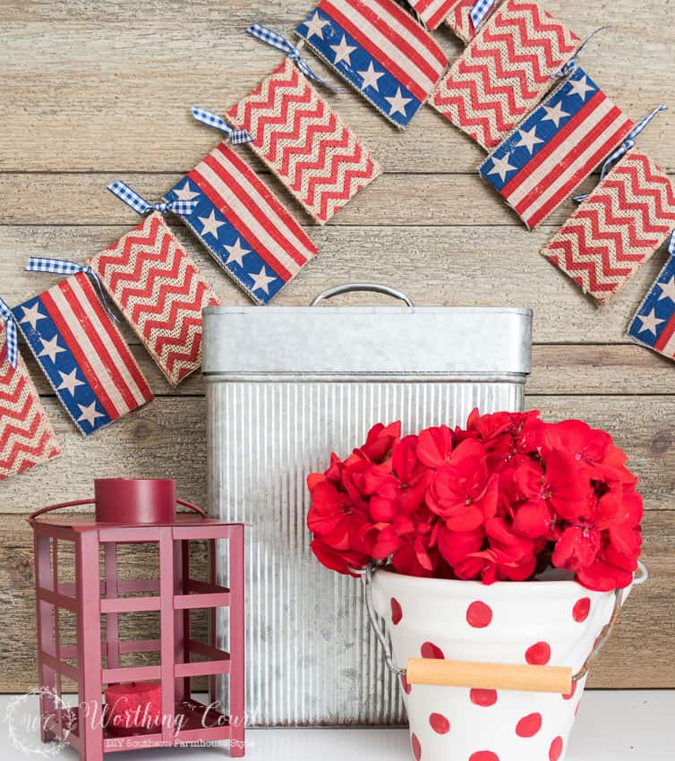 DIY patriotic banner for July 4th. #july4thcrafts #craftideas #july4thdecorations #patrioticdecorations #redwhiteandblue #july4thideas