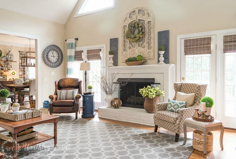 Learn How To Decorate Above The Fireplace In A Room With Vaulted Ceiling There S No Denying Instant Drama Provided By Or Two