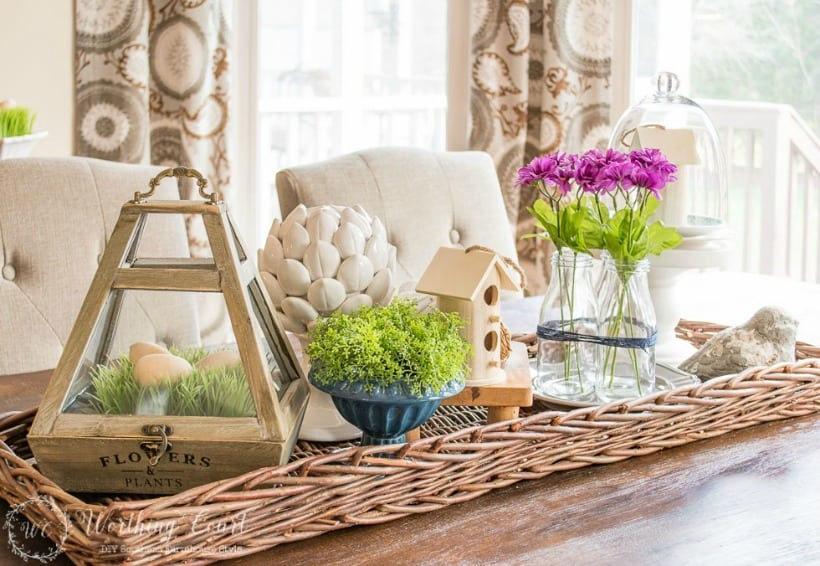Spring centerpiece on a wicker tray #centerpieces #centerpieceideas #springdecor