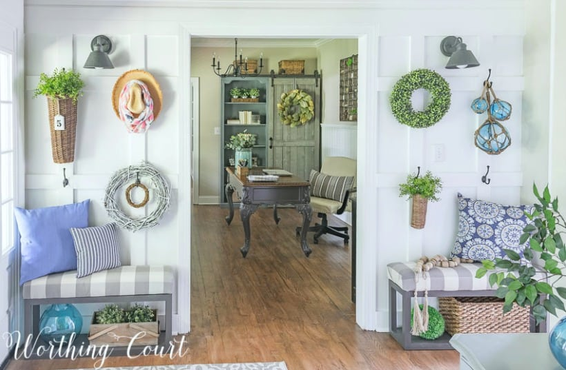 Foyer with diy board and batten wall #farmhousedecor #boardandbatten #walldecor #decoratingideas #foyerdecoratingideas