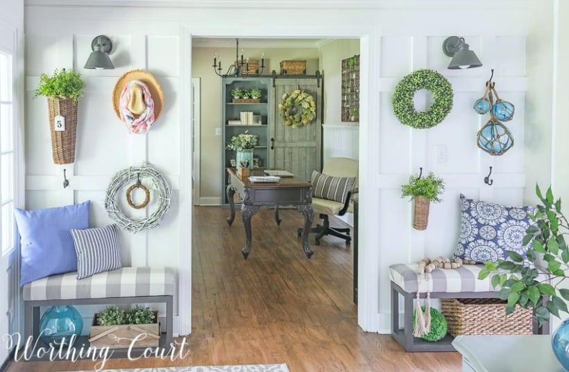 Foyer with diy board and batten wall #farmhousedecor #boardandbatten #walldecor #decoratingideas #foyerdecoratingideas