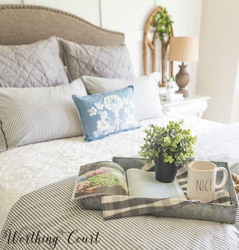 Farmhouse style bedroom #bedroomdecor #farmhousedecor
