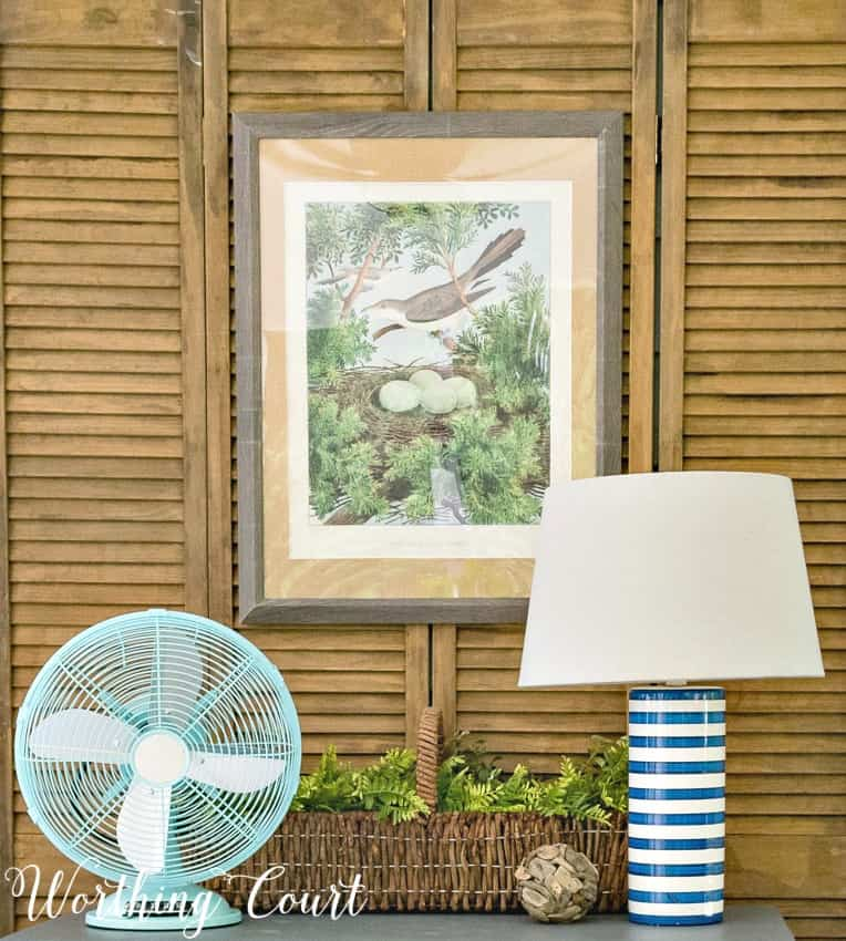 Farmhouse style vignette on a screen porch. #farmhousedecoratingideas #summerdecoratingideas