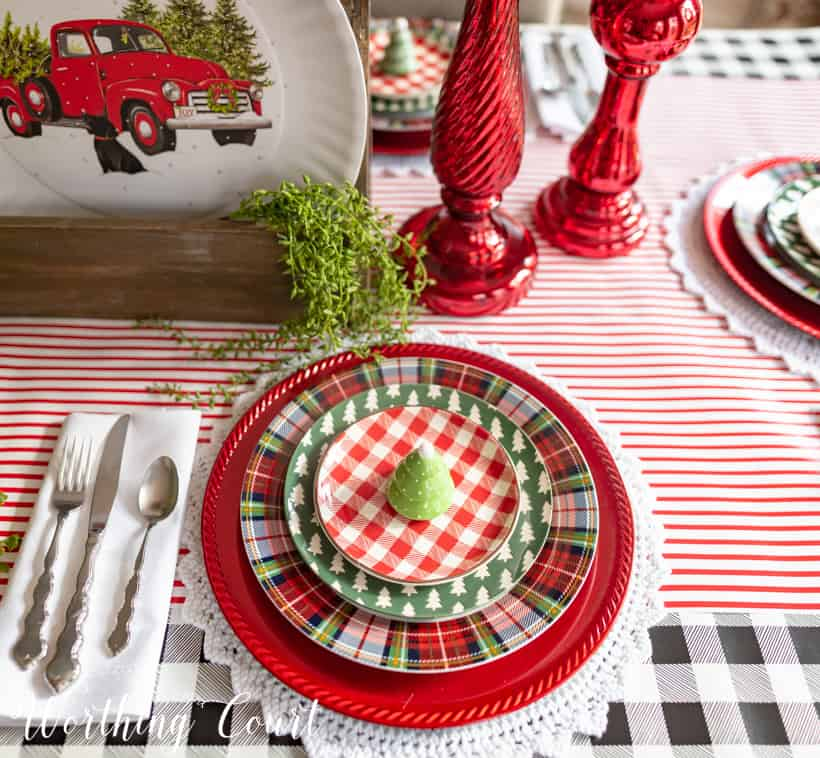 Red, green and white Christmas table setting with christmas plates.