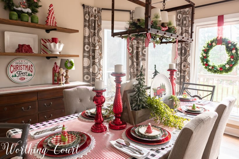 A red, white, and green tablescape in the dining room.