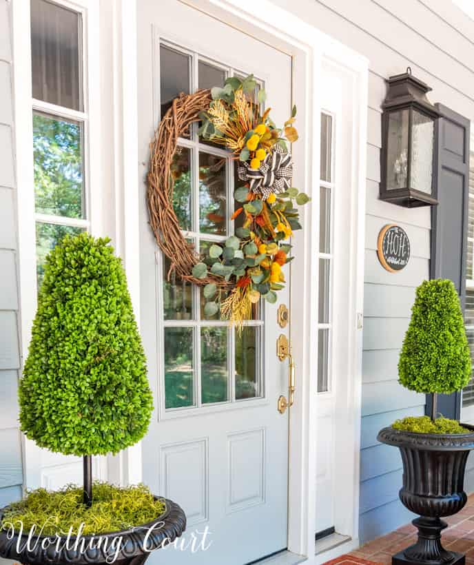 front porch decor ideas with a stunning fall wreath on the door