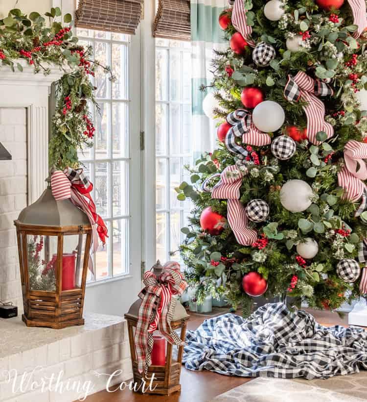 buffalo check Christmas tree and mantel decocr