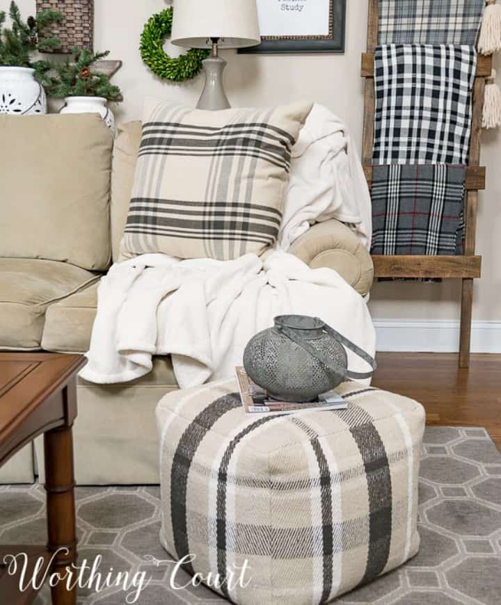 black and white pillow and pouf winter decorating ideas