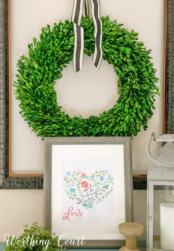 Up close picture of the printable and the wreath.