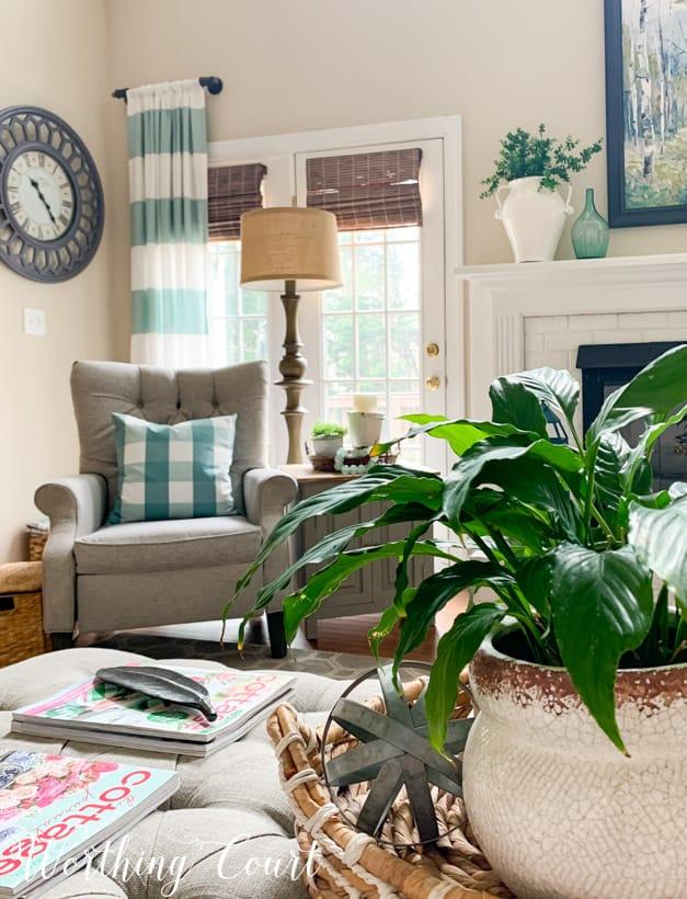 spring family room decor