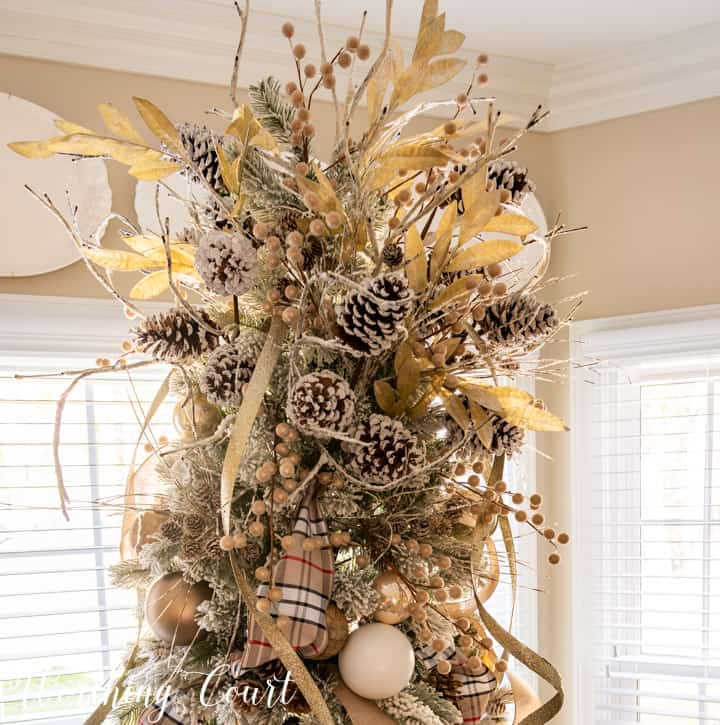Christmas tree topper with neutral elements