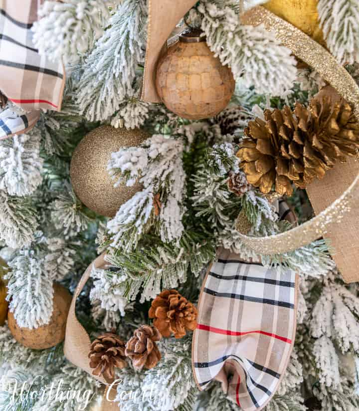 neutral Christmas tree decor